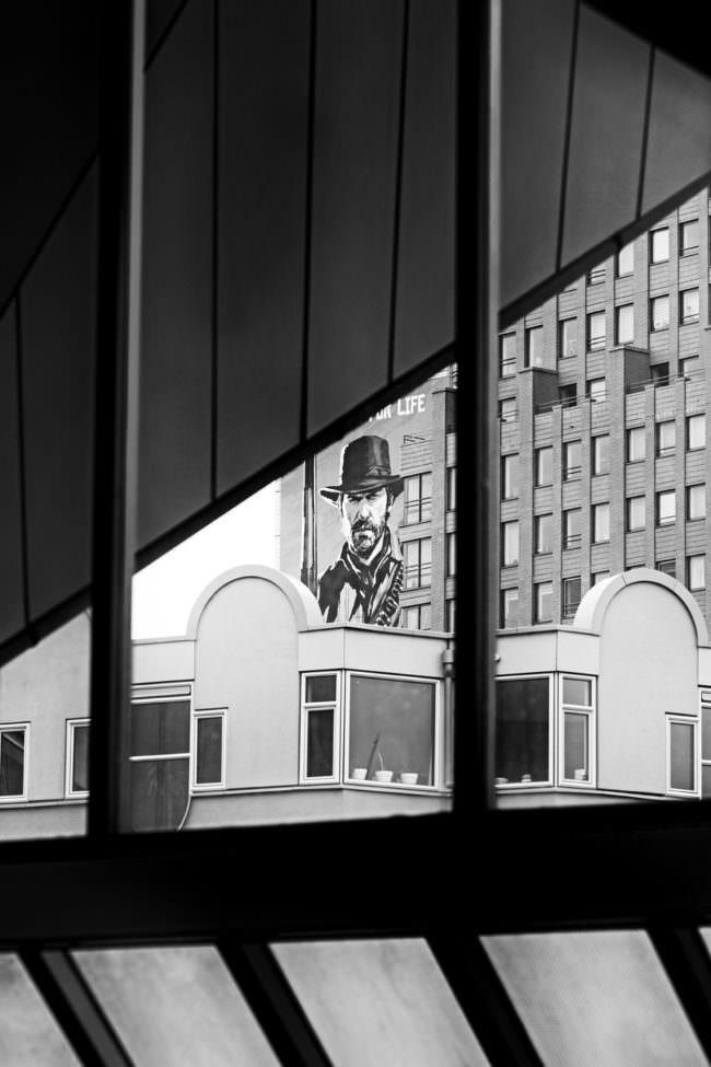 Blick aus einer Fensterfront
