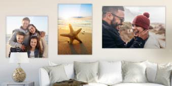 bilder über einem sofa