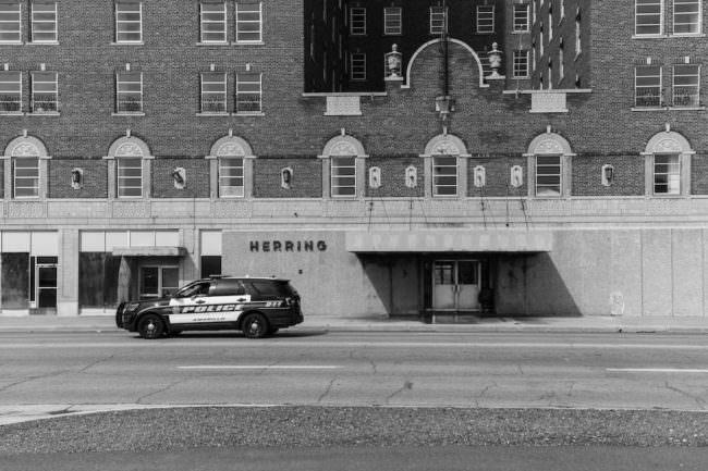 Polizeiwagen in einer Straße