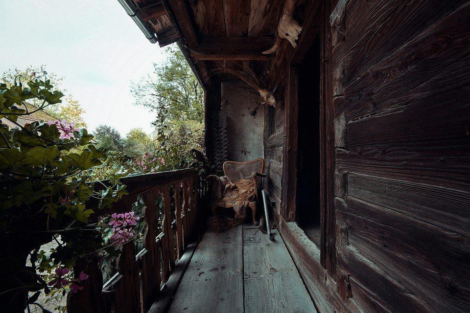 Hölzerner Balkon