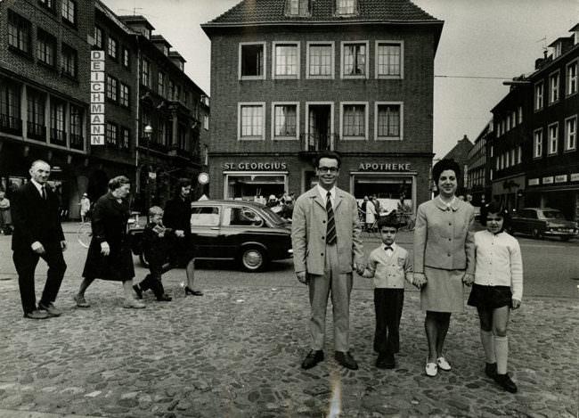 Familie post auf der Straße