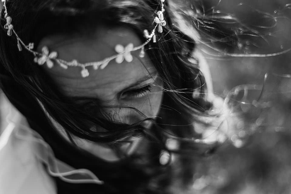 Mädchen mit Blumenkette