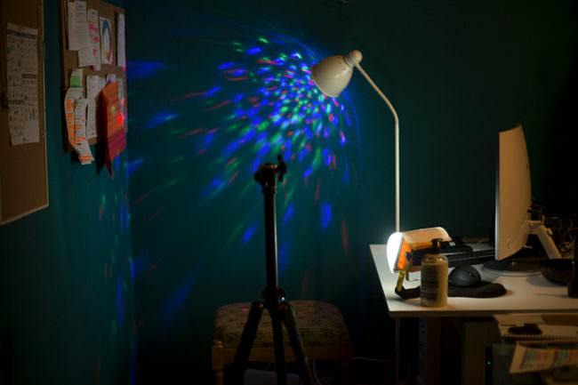 Lampe mit bunten Farblichtern