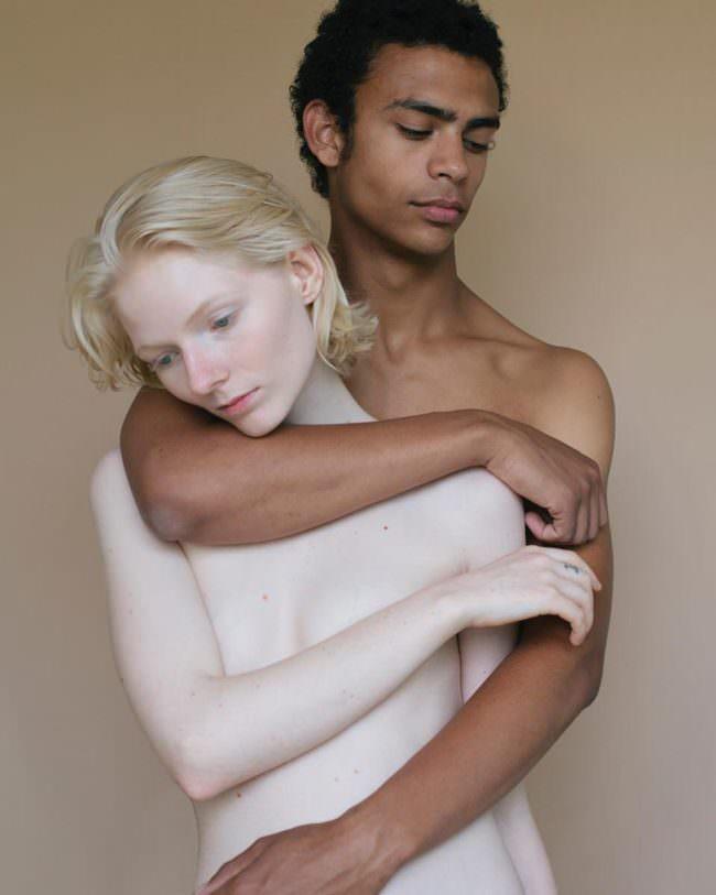 Mann und Frau umschlungen