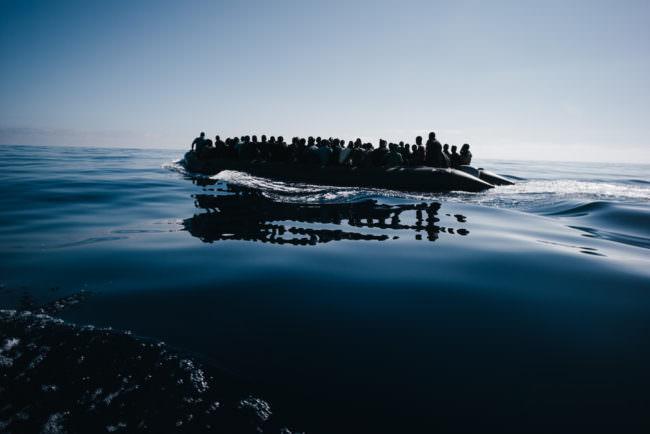 Überfülltes Rettungsboot
