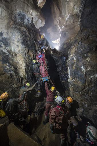 Rettungsaktion in einer unterirdischen Höhle