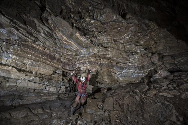 Felswand mit Kletterer