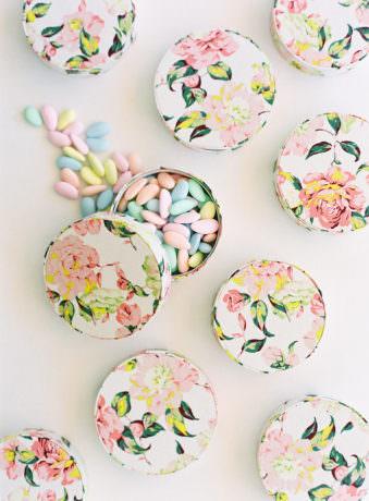 Dosen mit Süßigkeiten