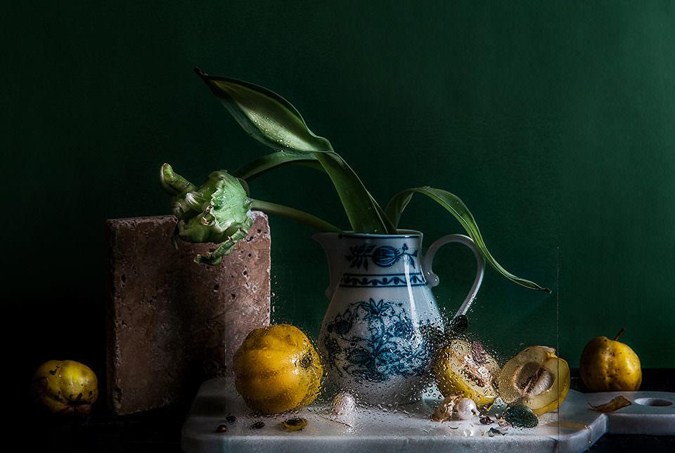 Stilleben mit Vase und Obst