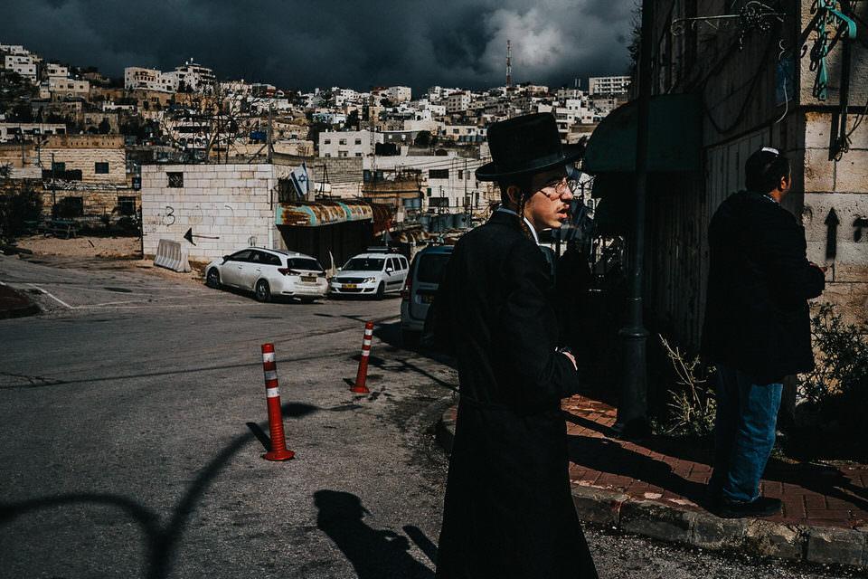Jude auf einer Straße