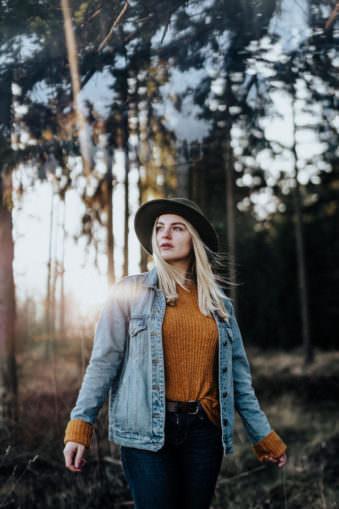 Frauenportrait im Wald