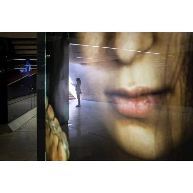 Straßenfotografie mit Spiegelung