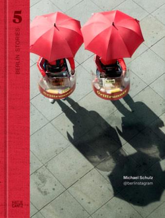 Buchcover mit zwei roten Regenschirmen