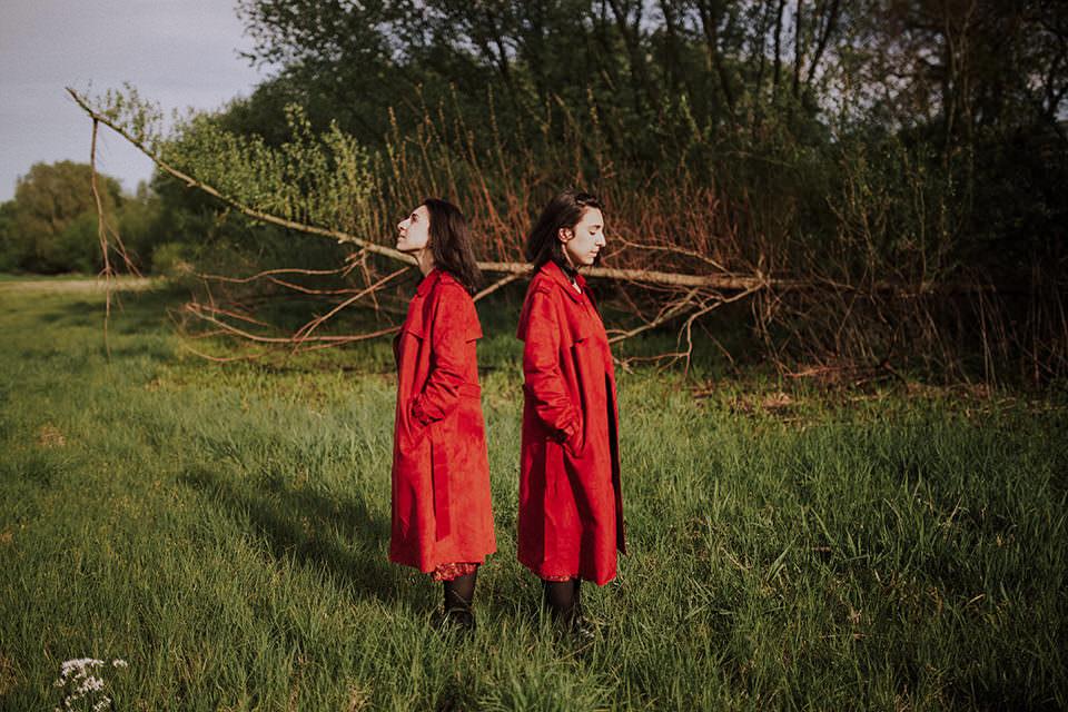 Zwillinge im Wald
