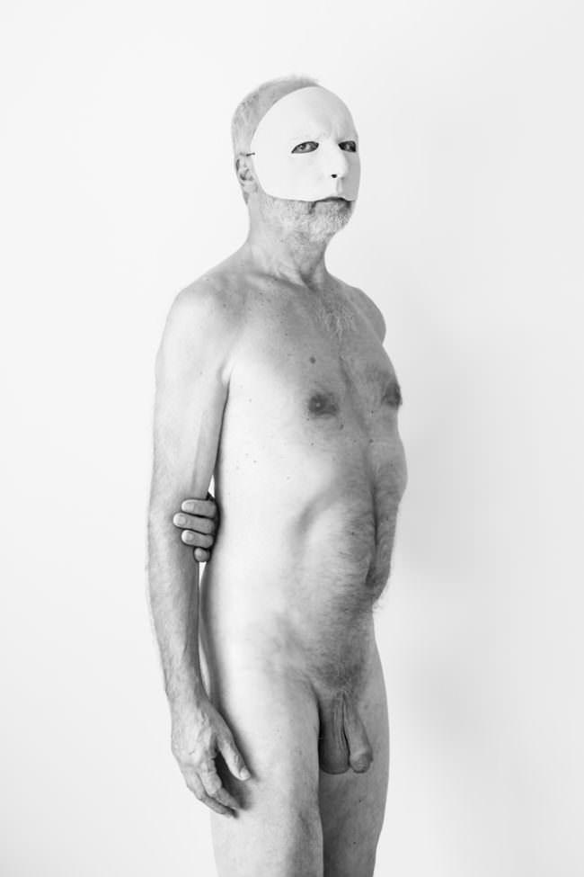 Männerakt mit Maske