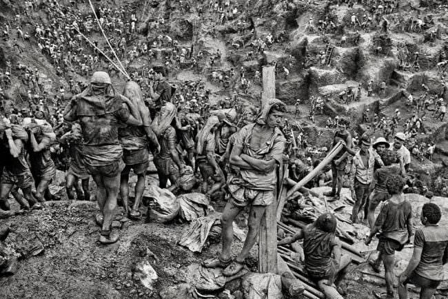 Männer an einer Mine
