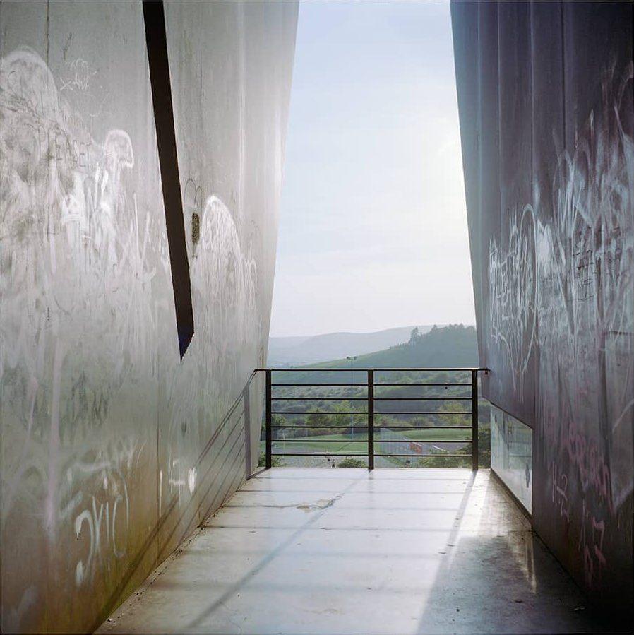 Aussicht von einem Aussichtspunkt, moderne Metallarchitektur