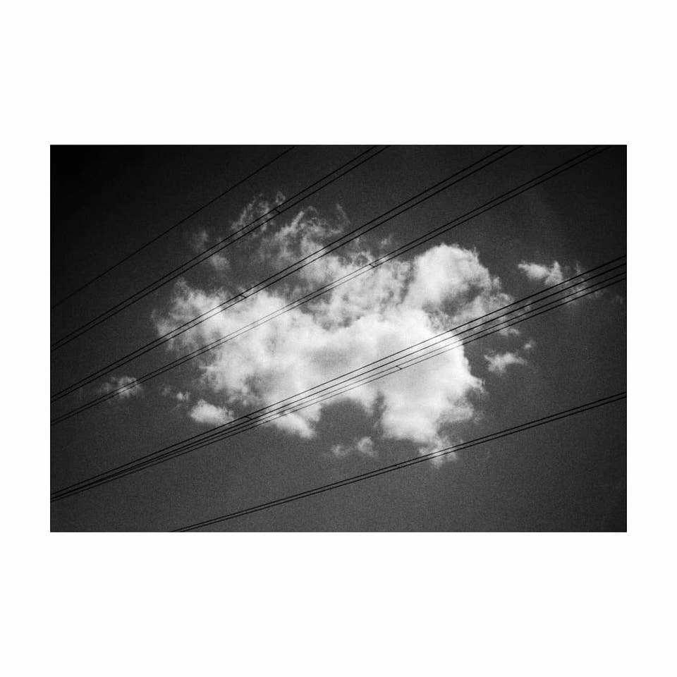 Wolken mit Stromleitungen