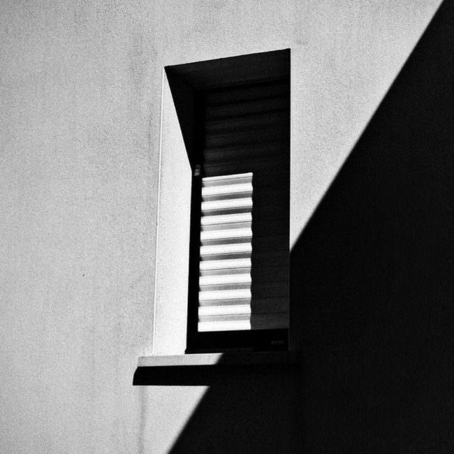 Licht und Schatten an einem Fenster