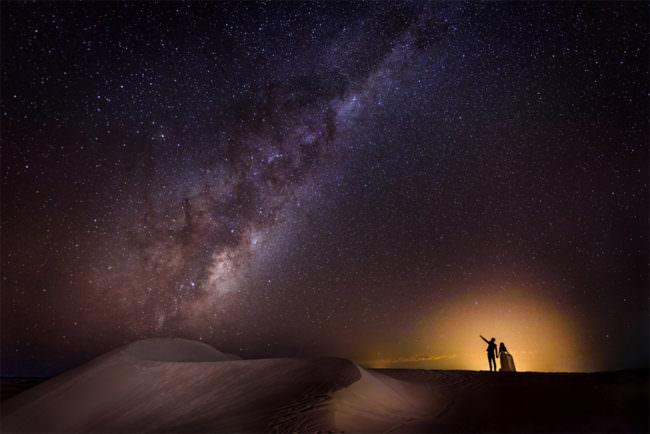 Paar unter der Milchstraße