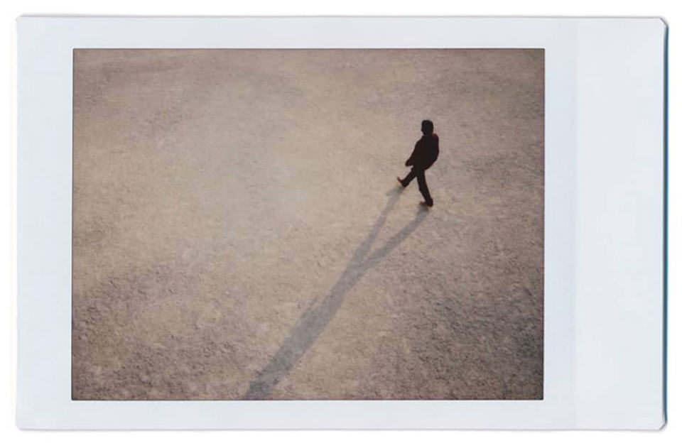Person auf einer Straße