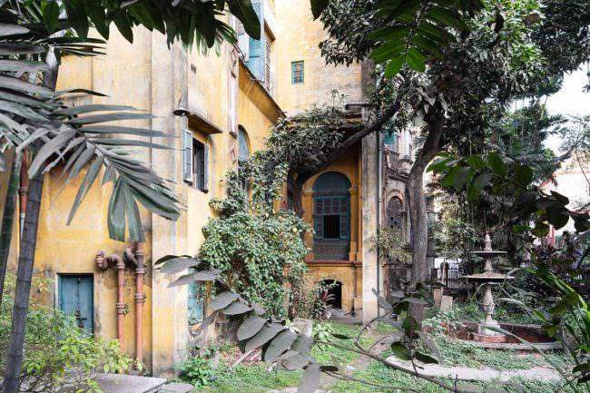 Überwucherte Villa