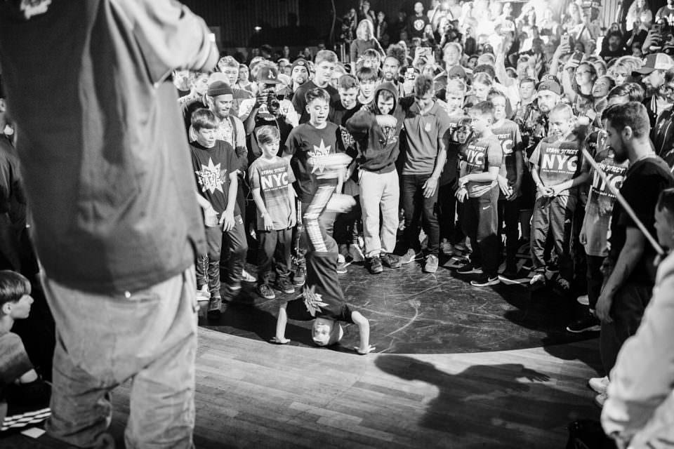 Zuschauer und Breakdancer