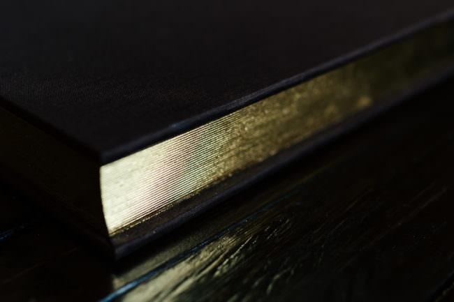 Goldschnitt eines Buches