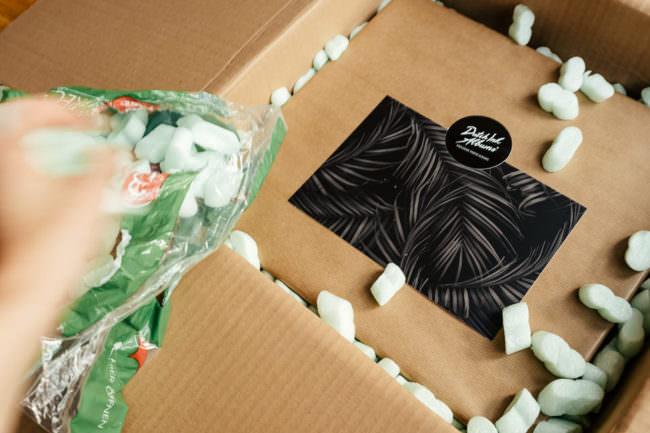 Karton mit Verpackung