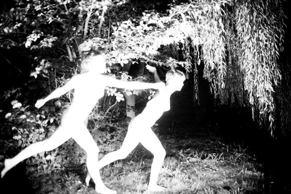 Zwei rennende Frauen