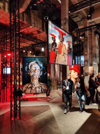 Ausstellung in einer Halle