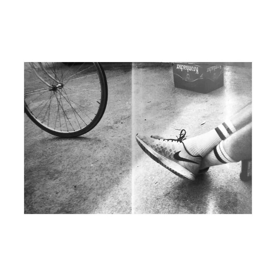 Füße und ein Rad