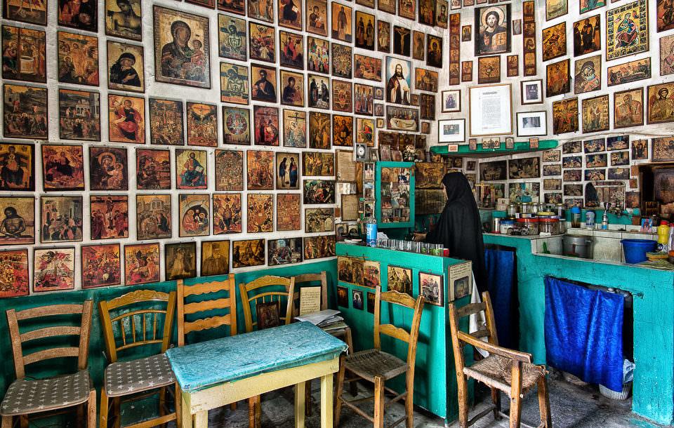 Heiligenbilder an einer Wand