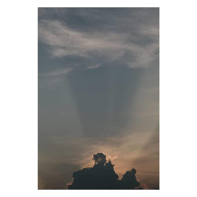 Lichstrahlen hinter Wolken
