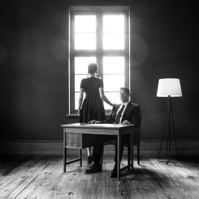 Zwei Personen an einem Tisch