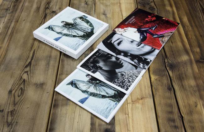 Kataloge auf einem Boden