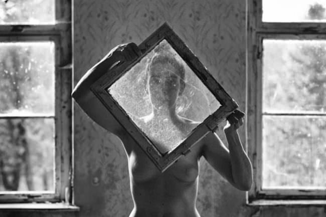 Aktportrait mit Fenstern