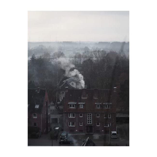Häuser mit Rauch aus dem Schornstein