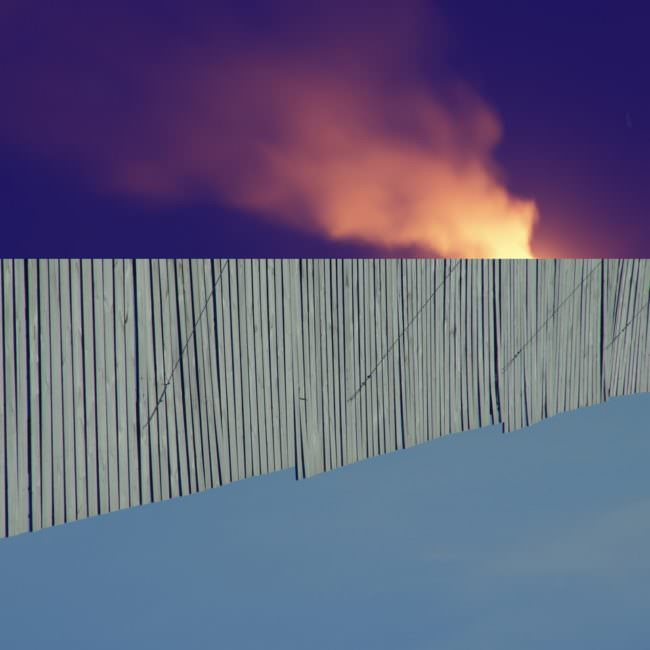 Collage mit Himmel und Lattenzaun