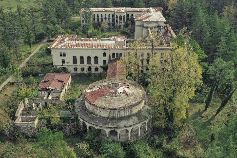 Verfallenes Gebäude von oben