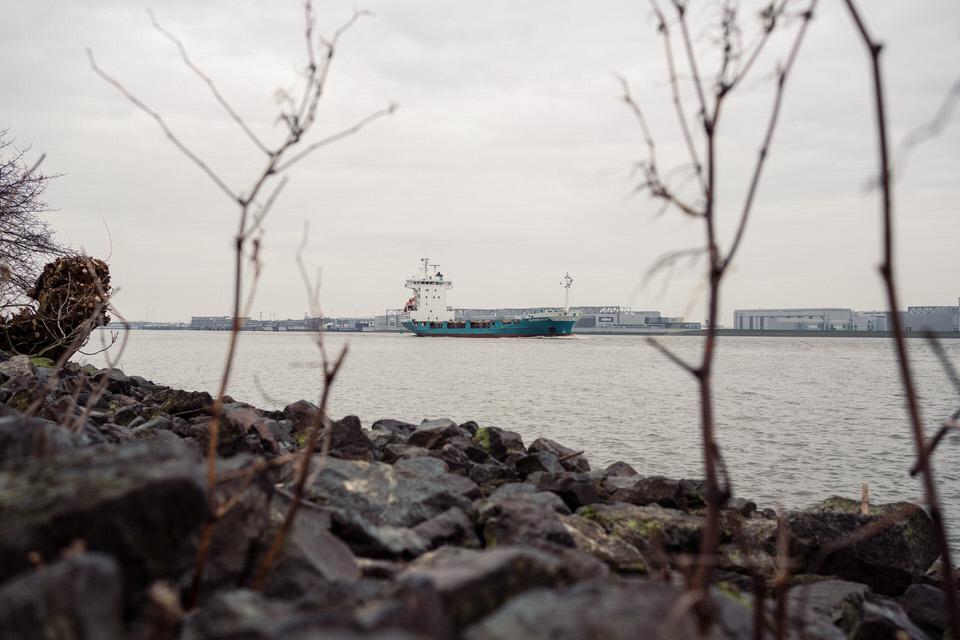 Schiff auf einem Fluss