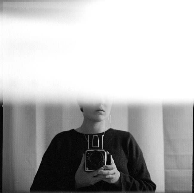 Surreales Selbstportrait mit Kamera