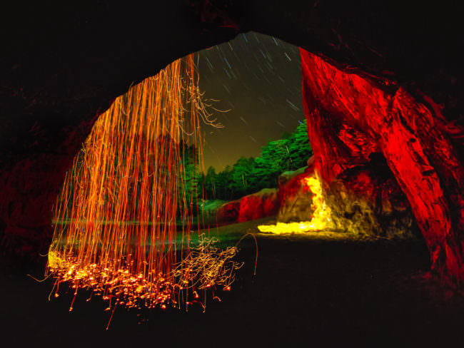 Lichtspiele an einer Felswand