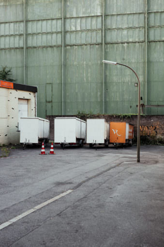Container und Warnwimpel