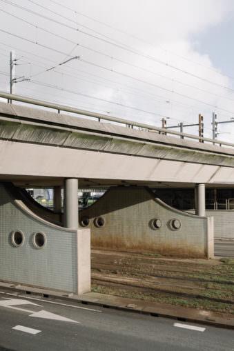 Brücke über Fahrbahnen