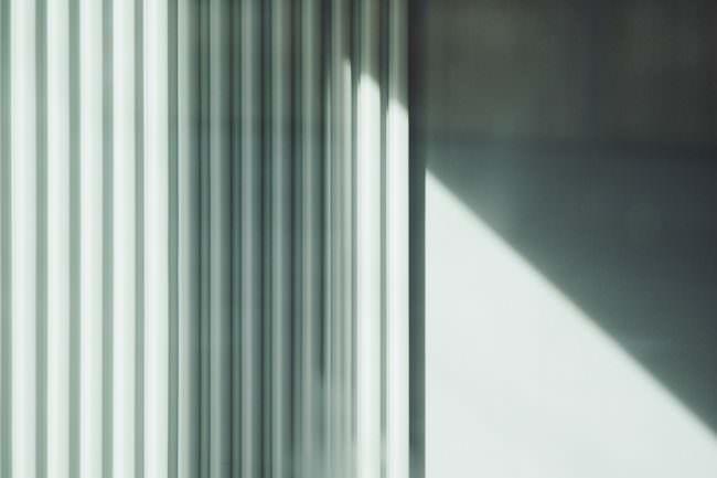 Licht und Schatten auf einem Vorhang