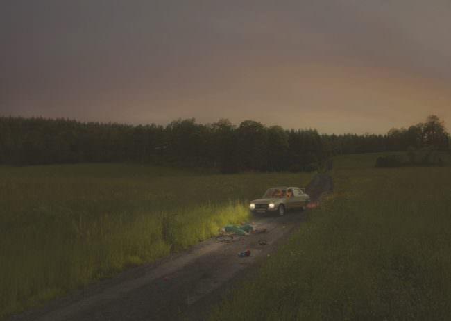 Auto auf einem Feldweg