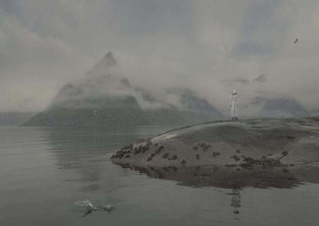 Astronaut an einem See