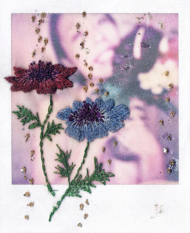gestickte Blumen auf einem Polaroid