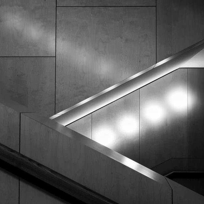 Treppen mit Lichtreflexen
